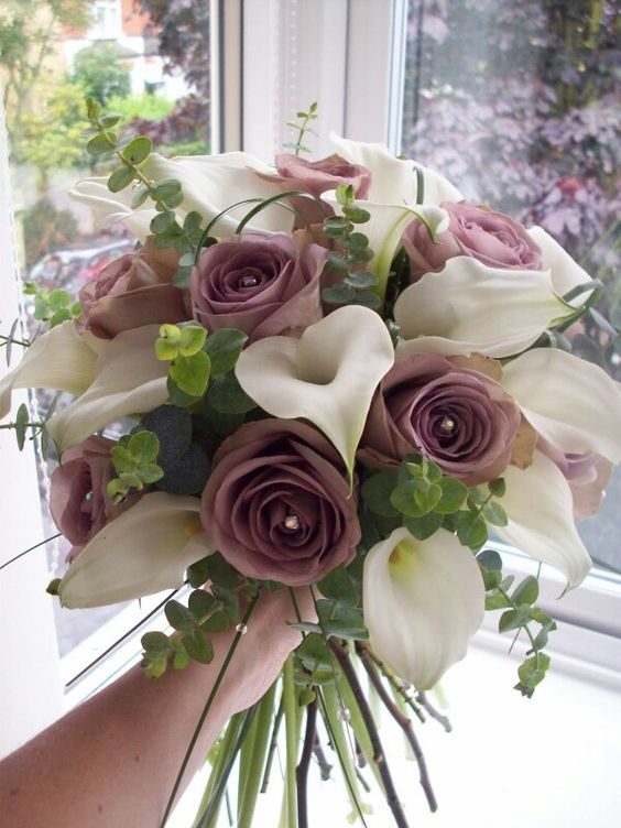 Simple lavender and white bouquet with roses and calla lilies