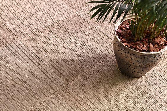 A colocação de piso e revestimento cimentício deve ser executada por um azulejista especializado.: