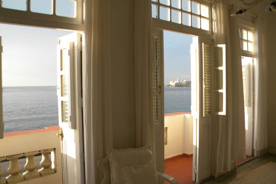 Despertar a orillas del mar  Good airbnb. High ratings.  Cuba - Get $25 credit with Airbnb if you sign up with this link http://www.airbnb.com/c/groberts22