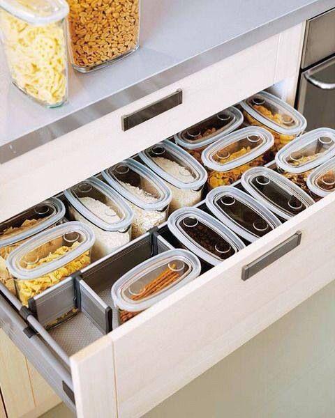 Esses potes com visor transparente permite visualizar o alimento por cima, perfeito para gavetas