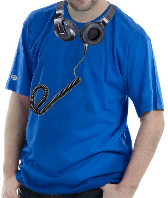 Camiseta estampada com a imagem do Headfone Pioneer.