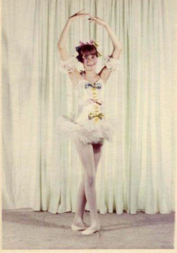 Rainbow-bows-Vintage-Ballerina-Dance-Ballet-dancer-vintage-photo-50s