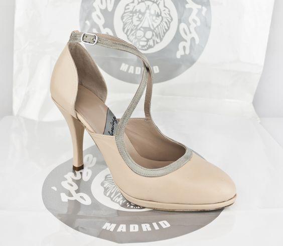 #FASHIONSHOES #HIGHHEELS #PLATFORMPUMPS #LEATHERSHOES #tacones #zapatos #piel #plataformas #diseñoespañol #fabricacionespañola #madeinspain #scarpe #oinetakoak #sabates #schuhe #chaussures #tiendaonline #ESHOP jorgelarranaga.com