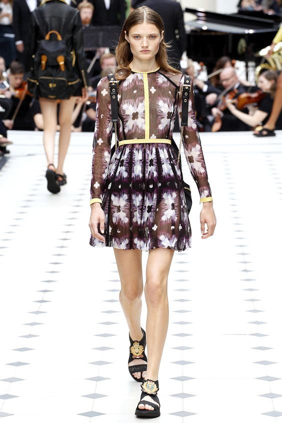 Burberry Prorsum Spring 2016 Ready-to-Wear Fashion Show - Victoria Kosenkova