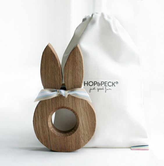 lustige eierbecher aus holz ostergeschenke hop peck hase. Black Bedroom Furniture Sets. Home Design Ideas