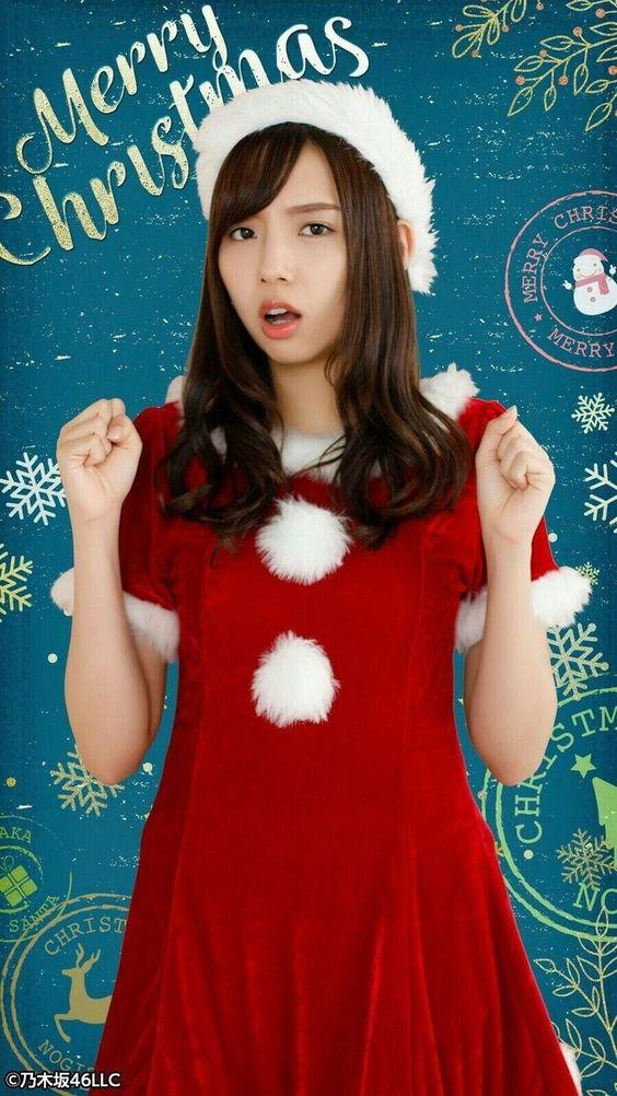 サンタクロース衣装の新内眞衣