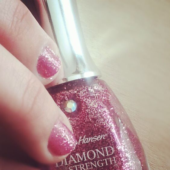 #glammani #bling #diy #mani #weddingcrasher #prettyinpink #glitter #glammani #ilovecolor #sparkles #ilovebeingagirl