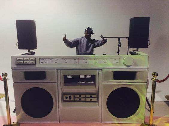cool dj booth with grandmaster flash awesome setups pinterest turntable and dj booth. Black Bedroom Furniture Sets. Home Design Ideas
