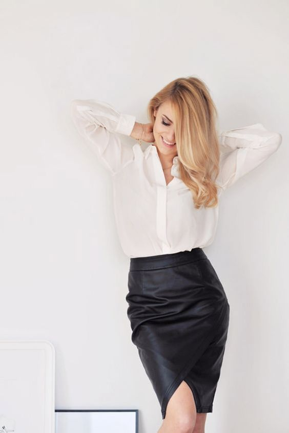 Chân váy bút chì kết hợp với áo gì?