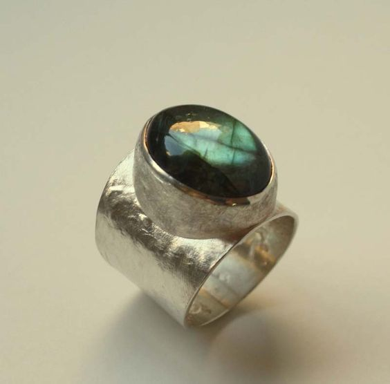New by SerenArT, sterling silver with precious labradorite madagascar... this ring is a special gift for the best woman ever... my mum