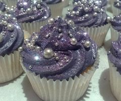 GORGE! Purple & pearl cupcakes!! These don't even look real!!!