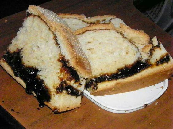 Pan dulce tradicional: zemita alta con dulce de panela. EL SALVADOR