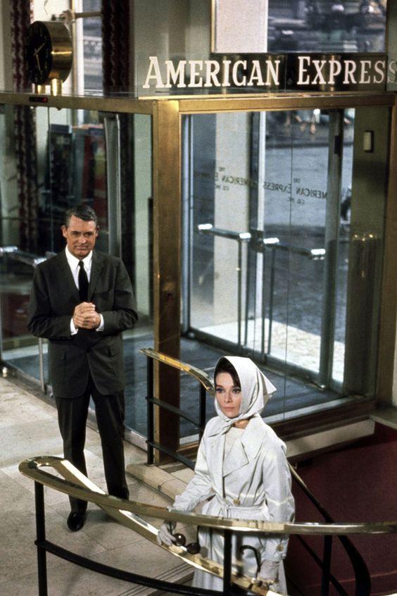 Charada dio lugar a un intragénero cinematográfico –el de la parodia de las películas de suspense– y supuso la primera colaboración con una de las parejas (profesionales) más emblemáticas de actriz, Cary Grant.: