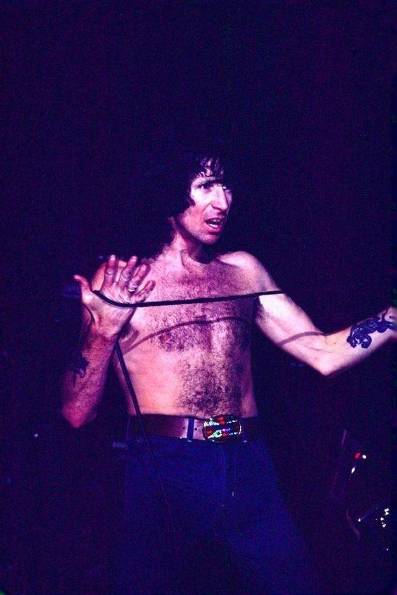 NO FELIPING: los discos de AC/DC de peor a mejor - Página 18 34f8adcbbaf4871eefd04a07cee3361e