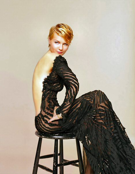This black backless gown is EVERYTHING! And Kirsten Dunst wears it very well. I wonder who's the designer.