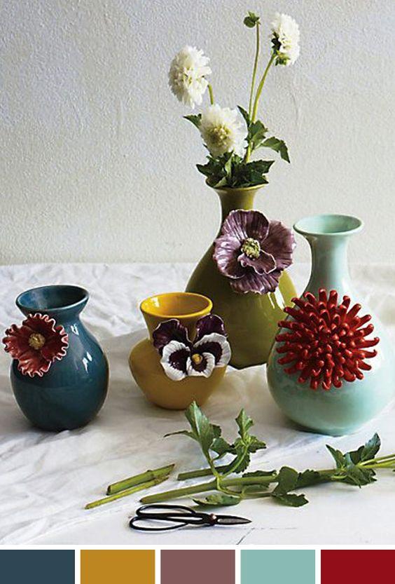 """A inspiração para o dia de hoje é essa foto com os vasos mais maravilhosos que já vi, todos da marca Anthropologie. Não são uma """"coisa""""? Vou fazer arranjos já!"""