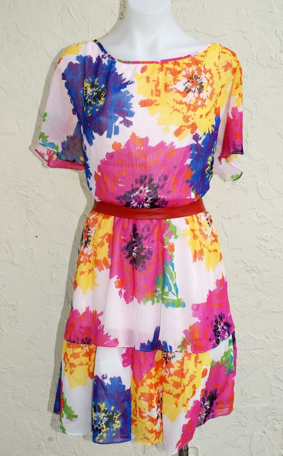 The HAMPTONS in BLOOMS Tiered Split Sleeve Floral Spring Dress