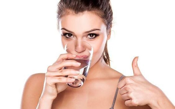 Uống nước cũng là một liệu pháp chống lão hóa da mặt