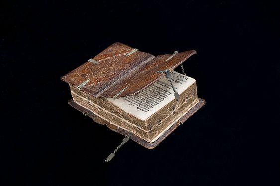 Genial!!! Se puede leer de seis formas completamente diferentes. El ejemplar es un manuscrito del siglo XVI, que pertenece a la Biblioteca Nacional de Suecia.