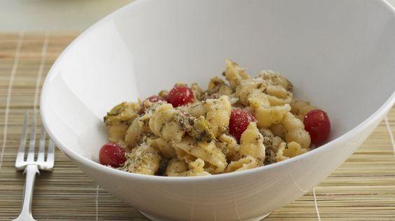 Pasta mit Blumenkohl, Cherrytomaten, Schmand und Oregano
