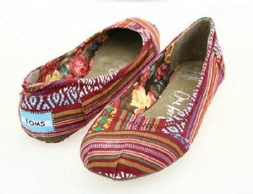 Toms ballet flat shoes red print size 8 my style pinterest