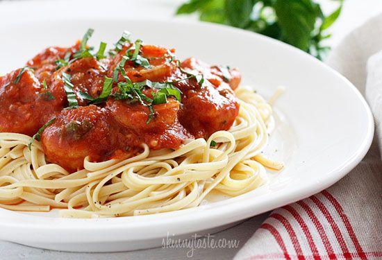 Linguini and shrimp with tomato sauce