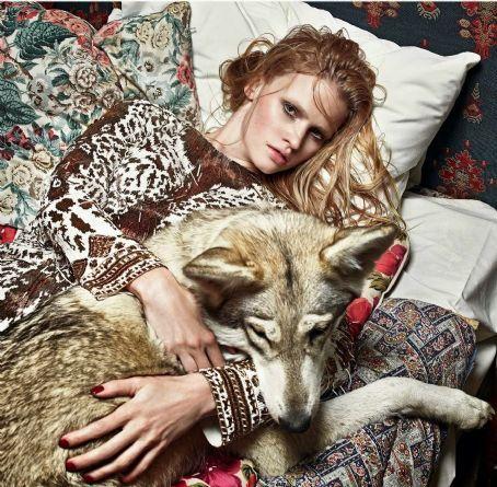 Lara Stone - Vogue Magazine Pictorial [United Kingdom] (September 2014)