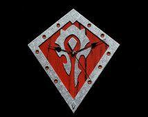 Reloj de pared con el escudo de la Horda de World of Warcraft. Wow, juego…