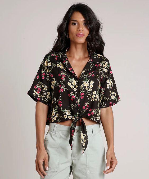 Camisa Feminina Cropped Ampla Estampada Floral com Nó Manga Curta Preta - cea