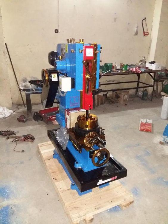 #bench #pillar #drilling #machine  http://www.machinedock.net/bench-pillar-drilling-machine