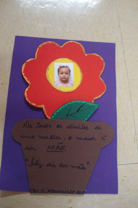 Cartão para dia das mães ou dia da mulher. Em E V A  Flor em palito de sorvete encaixa no vaso.