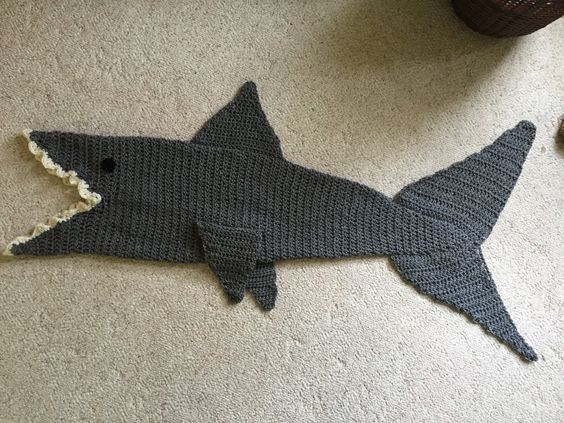Knitting Pattern For A Shark Blanket : crochet shark blanket - Google Search Amigurumi, Crochet and Crafts Pinte...