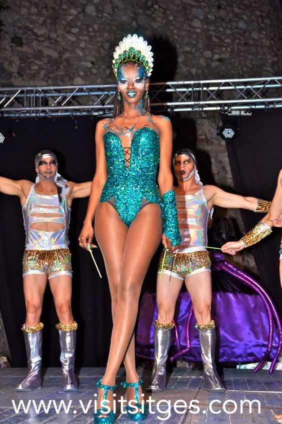 Carnaval de Sitges 2014 http://www.visitsitges.com/es/fiestas-y-tradiciones/31-carnaval-de-sitges