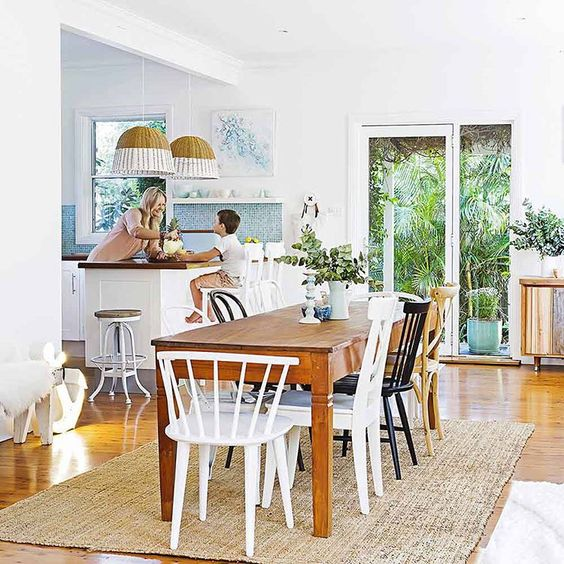 Easy, breezy, beautiful! Take some time out of your day to explore Bernadette's beach house on www.homestolove.com.au/home-tours. Photo: @mareehomer_photographer. Story: @homesplusmag.