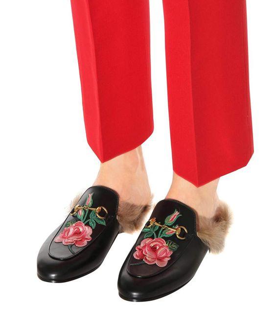 Bestickte Slippers Princetown aus Leder mit Lammfell   @giftryapp