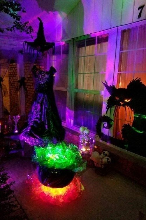 17 Lighting Ideas For Halloween Night Halloween Decorations Halloween Lights Outdoor Halloween