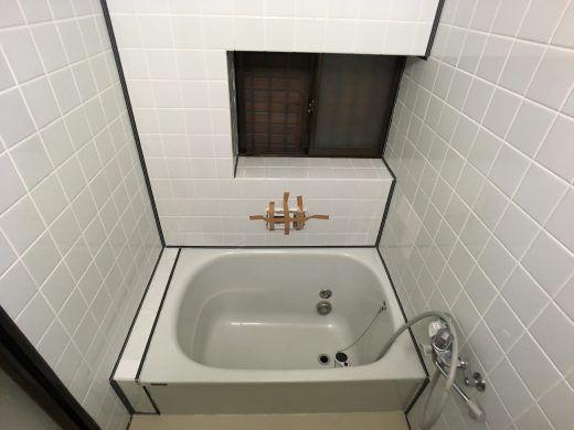 浴室タイル壁にバスパネル アルパレージ をdiyで貼り付け施工する方法 金のなる木で大家生活 浴室 タイル 浴室 Diy リフォーム