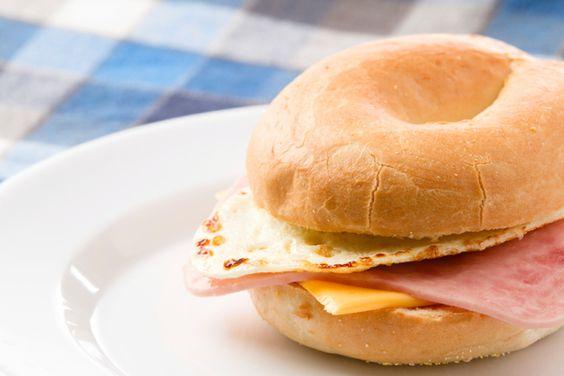 Sándwich caliente de huevo, queso y jamón   Mmmmm...   Pinterest ...