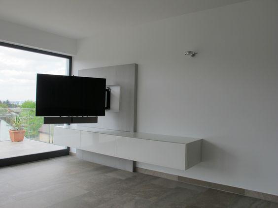 Mediamöbel mit elektrisch schwenkbarem TV