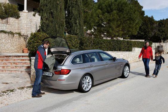 BMW 520d xDrive Touring: Beim Allrad-Fünfer mit dem kleinen Diesel-Motor wird die Freude am Verzicht erfahrbar. Kleine Details, großartig gelöst: Die geteilte Heckklappe ist eines von vielen Beispielen, wie BMW den Fünfer-Kombi perfektioniert hat. Der Auto-Test im Detail: http://www.nachrichten.at/anzeigen/motormarkt/auto_tests/Hochdruck-statt-Hubraum;art113,1221747 (Bild: BMW)
