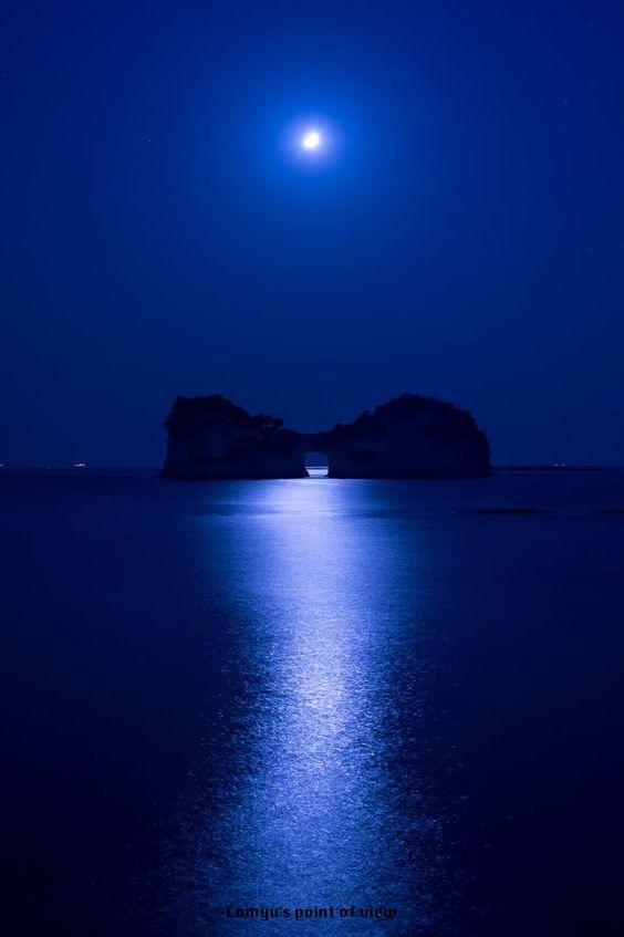 //Deep Blue Night at Engetsu Island, Shirahama, Wakayama, Japan   Matsuoka Comyu 円月島 #blue