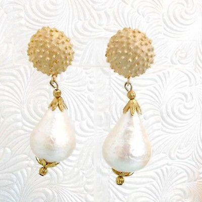 Teardrop-earrings-faux-pearl-drop-big-dangle-goldtone-top-clip-on