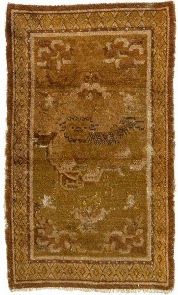 Rupert Smith will exhibit this early 17th century Imperial throne rug at KARMA. Article: Coming antique rug and textile fairs