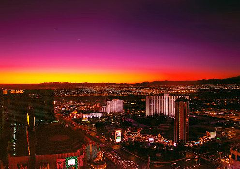 Mike Savad - City - Vegas - NY - Sunrise over the city