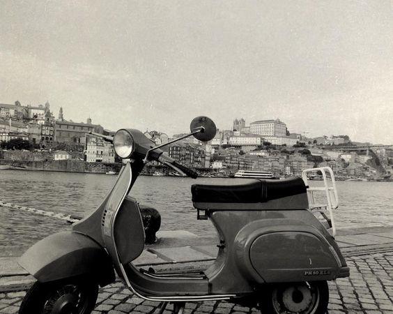 En la oficina hay más de uno que cogería la moto para poner de nuevo rumbo a las vacaciones  #LaIsla #comunicacion #malaga #verano #oporto