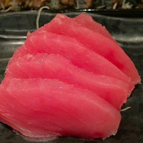 Buenos días #amigos #vermuteros #vineros #restaurante #lachascada les desea un feliz día #sashimi de #atun #Tataki.  by lachascada