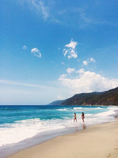 Playa Pelúa, La Guaira, Venezuela