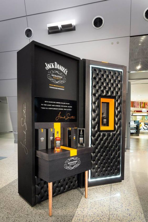Come fly with me jack daniel 39 s duty free store visual for Meuble jack daniels