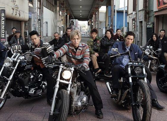 バイクにまたがる山王連合会のハイアンドローの壁紙