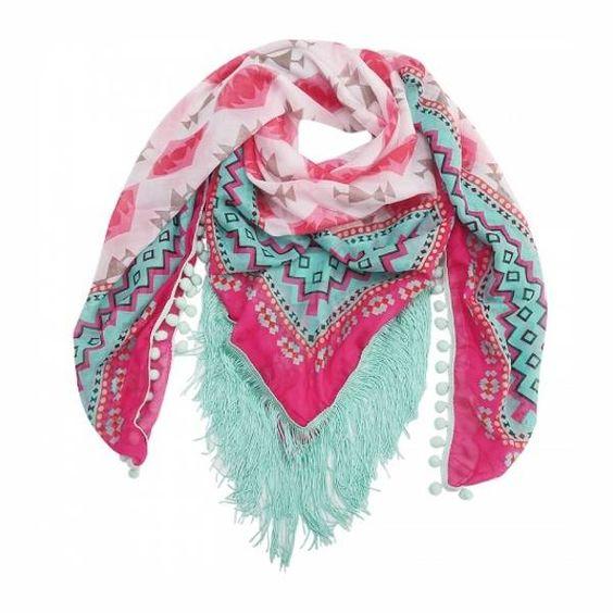 Gekleurde Ibiza sjaal met print, franjes en pom poms. Deze sjaal vrolijkt je outfit helemaal op. #ohsohip